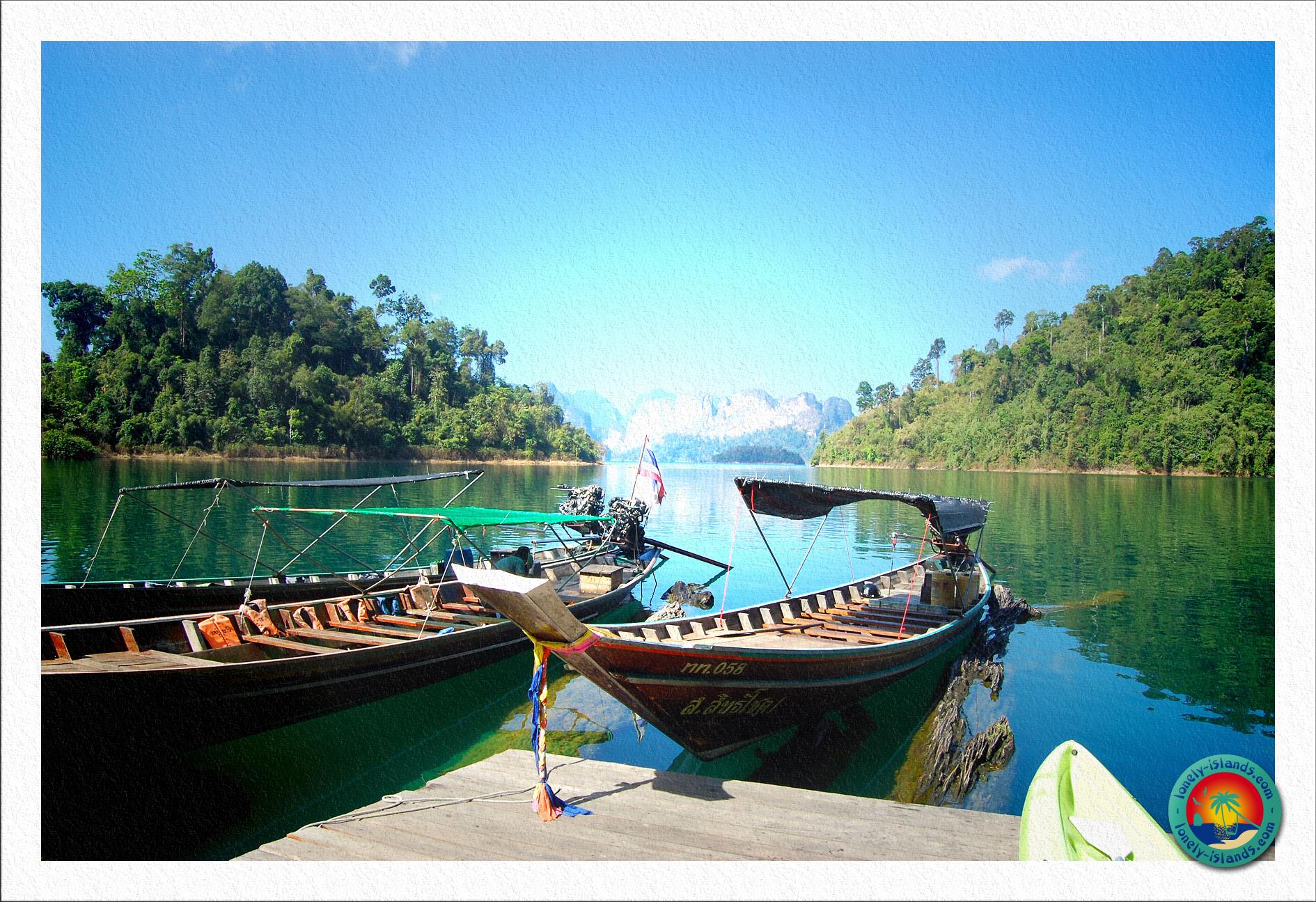 Longtailboote auf dem Chiao Lan Stausee
